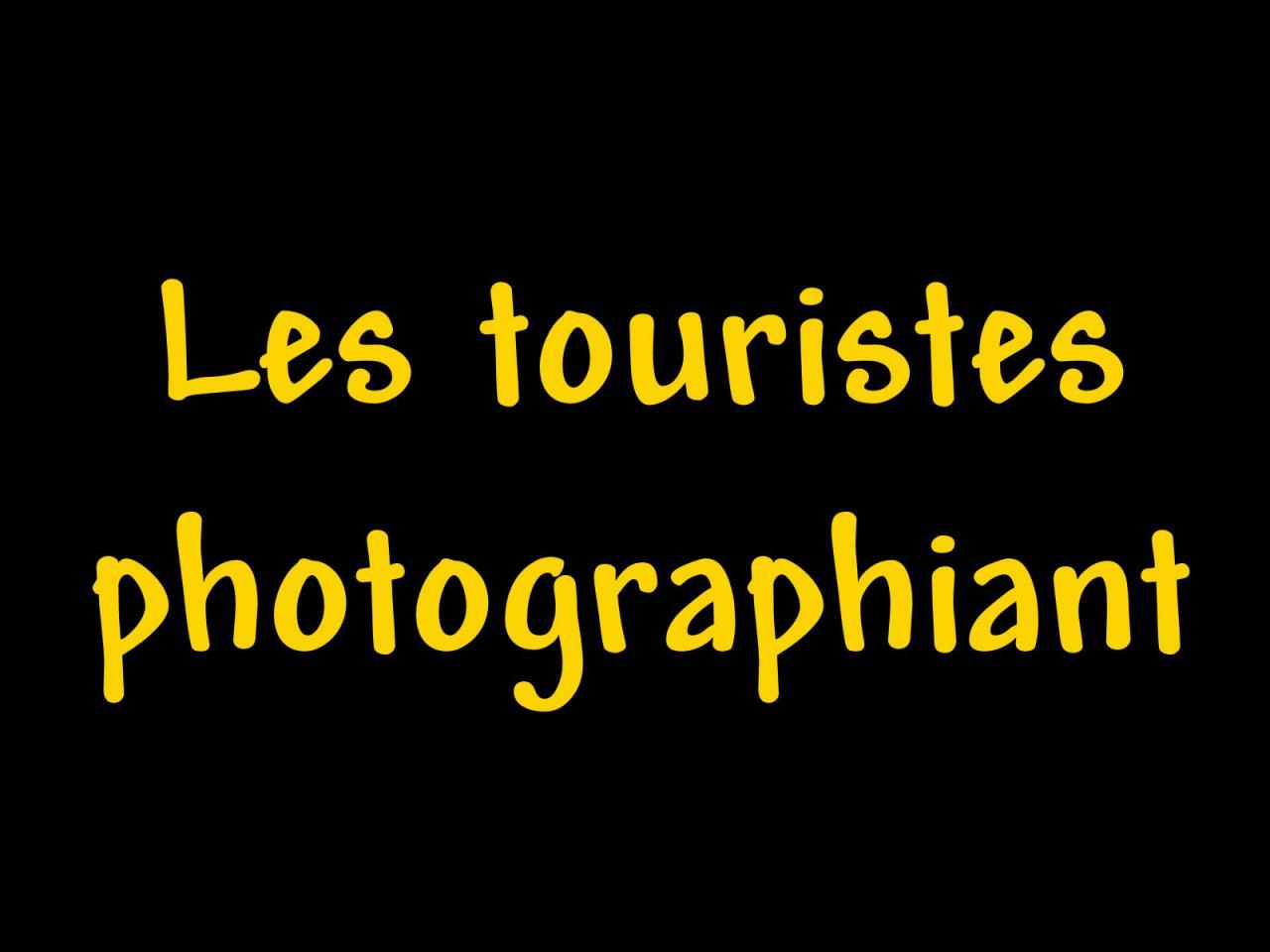 Les touristes photographiant